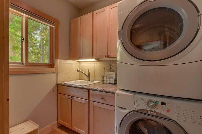 7049-Deer-Ave-Tahoma-CA-96142-small-016-013-Laundry-666x444-72dpi